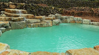 piscine-cascade-rochers