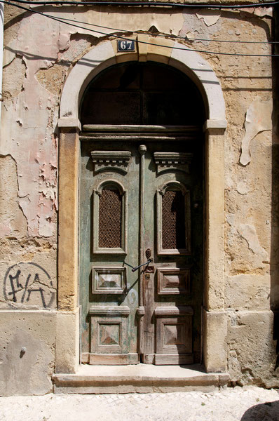 Doors of Portugal Tell Their Story © Melanie Klien @Mafambani