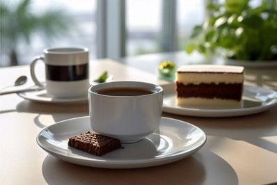 王冠がかざられたバースデーケーキとギフトボックスのペーパークラフト。
