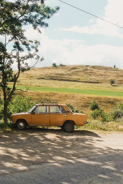 bigousteppes balkans tour bulgarie lada orange