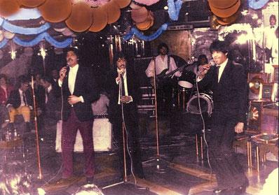 Sidddarte durante una actuación y entregas de los discos de oro y platino, 8 millones de discos vendidos