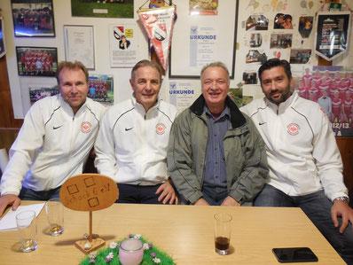 Experten unter sich: v.l. Uwe Müller, Karl-Heinz Körbel, JL Mike Moschny und Oka Nikolov