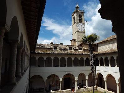 Foto del chiostro del complesso della Santissima Annunziata (Ascoli Piceno), uno dei luighi aperti in occasione della 24esima edizione delle Giornate FAI di Primavera, il 19 e 20 Marzo 2016