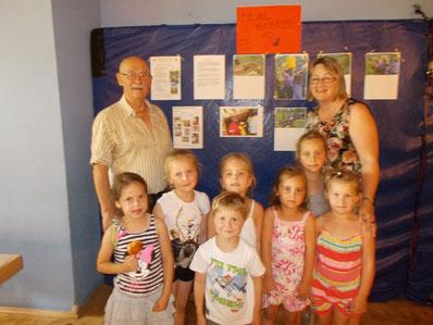 Gruppenfoto mit den Kindergarten-Kids von Frau Silberschneider