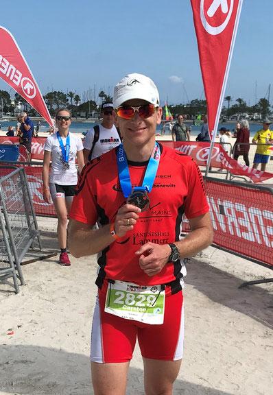 Carsten mit der Finisher-Medaille – hart erkämpfte Belohnung für alle drei ALV-Athleten