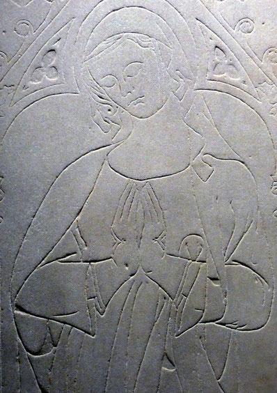 Fig. 9 - Dalle funéraire de Marquiesa de Linars (morte en 1292).  (crédit photo Aurore Strange)