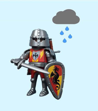 Ritterfigur im Regen