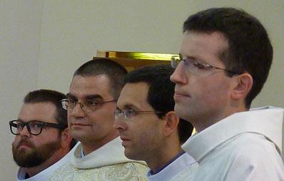 De gauche à droite : Pierre-Yves Muzellec (diacre), frère Jean-Loup Effray, Cyriaque Danguy des Déserts (diacre) et Laurent (séminariste).