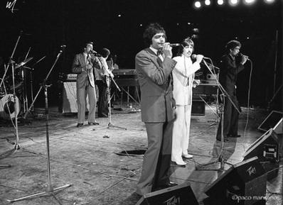 Los Chichos concierto  en Barcelona durante un mitin al PSOE 1982