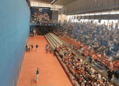 Partida de pelota valenciana en el trinquete Pelayo de Valencia.