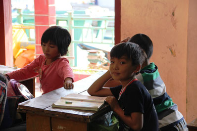 A l'école flottante du village de pêcheurs