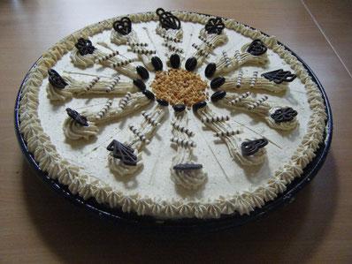Bild: keramische Backform mit Kuchen
