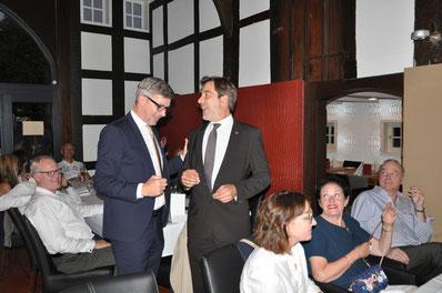 PP S. Kipp gratuliert P M. Sander (re.)