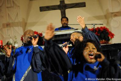 """Stimmgewaltig und ausdrucksstark begeisterten die Sänger von ,,The Best of Black Gospel"""" die Zuhörer in der Dreifaltigkeitskirche."""