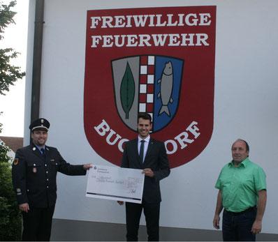 Quelle Bild: Rebele Armin v.l.n.r.: Kommandant Bader, Geschäftsstellenleiter Hertlein, Bürgermeister Grob
