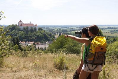 Blick von der Lerchenhaube auf das Schloss Wörth, Foto Stefan Gruber