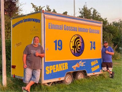Thomas Affolter (links) und Nicolai Kern vor ihrem neuen Speakerwagen. Bild: Jessica Eicher