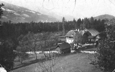 Dieses Bild zeigt den Knerzlhof im Jahre 1923 in einer schwarz-weiß Aufnahme