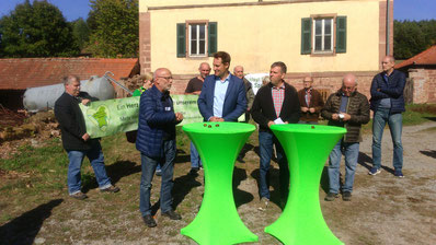 1. Vorsitzender des LBVs Richard Kalkbrenner im Gespräch mit dem Fraktionsvorsitzenden der Grünen Ludwig Hartmann