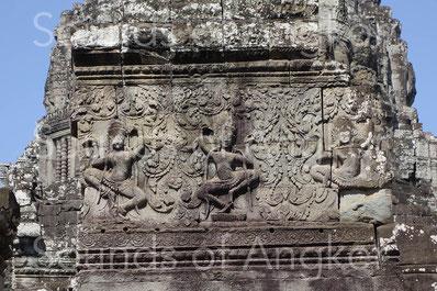 Fronton décoré de danseuses sacrées. Bayon.