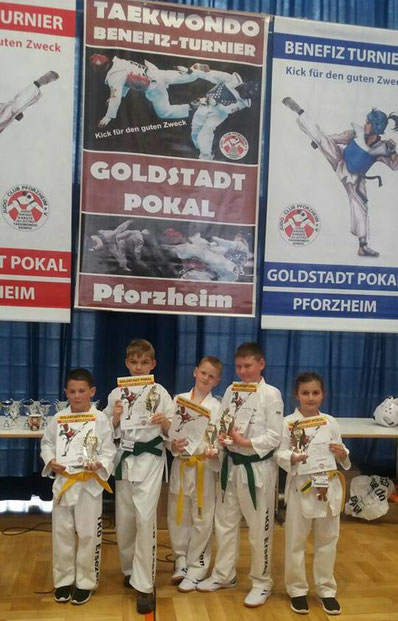 Leon Pack, Erik Schumacher, Daniel Engel, Maximilian Engel und Sumeya Smajic