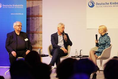 Experten-Talk: (v.l.n.r.) Prof. Dr.med. Eckhard Breitbach, Gerd Nettekoven, Moderatorin Susanne Klehn (Foto: Foto: Deutsche Krebshilfe / Dennis Schnieber)