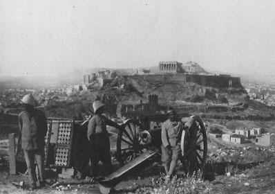 Pièce d'artillerie de campagne en position sur la colline des Muses, 1917
