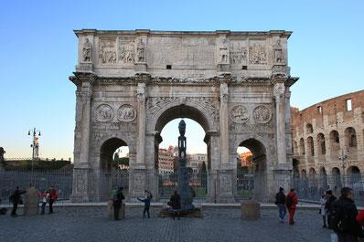 Der Arco Constantino neben dem Colosseum