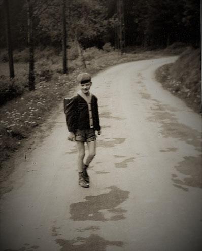 1960: Auf dem Heimweg von der Schule in Eslohe