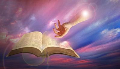 """Le livre de l'Apocalypse constitue la """"Révélation de Jésus-Christ"""". Jésus-Christ ressuscité s'est assis à la droite de Dieu et a reçu tout pouvoir pour rétablir la Souveraineté de Jéhovah, la paix et la justice sur la terre au travers de son Royaume."""