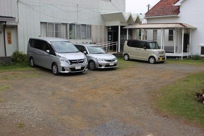 教会裏側の駐車場