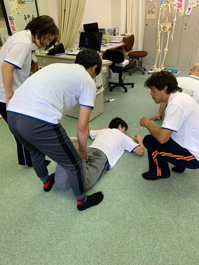 しんそう療方の検査で身体のゆがみを解剖学的に分析し、施術していきます。