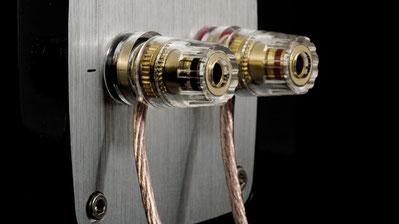 Kabel an Lautsprecher mit Hochpegeleingang