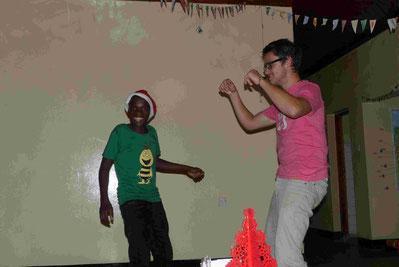 Mutta - leicht amüsiert von Philippos Tanzstil ;)