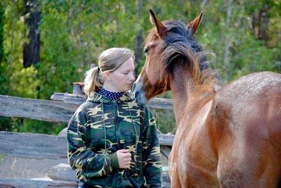 Heike Gunzenhauser mit Wildpferd-Hengst - Persönlichkeitsentwicklung durch Horsemanship-Training
