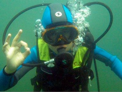 2009_Plongée enfants, sortie en milieu naturel à la base nautique de Jumièges. Eliott un de nos jeunes plongeurs.