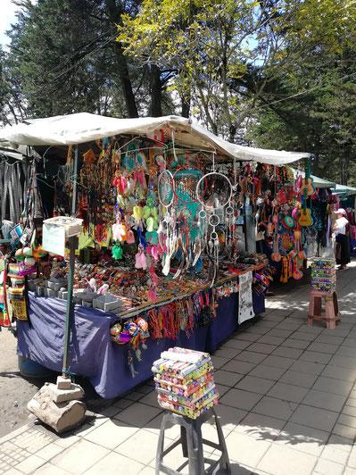 Ecuador - Quito - Stände im Parque El Ejido