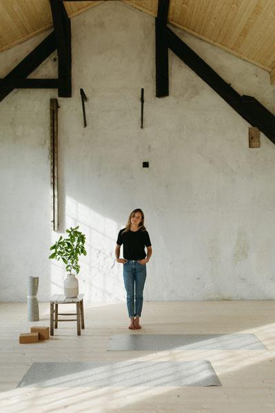 """Das wunderschöne Studio """"Bewgungsgarage"""" von Anna in Österreich ist nun mit den eher hellen hejhej-mats Yogamatten ausgestattet."""
