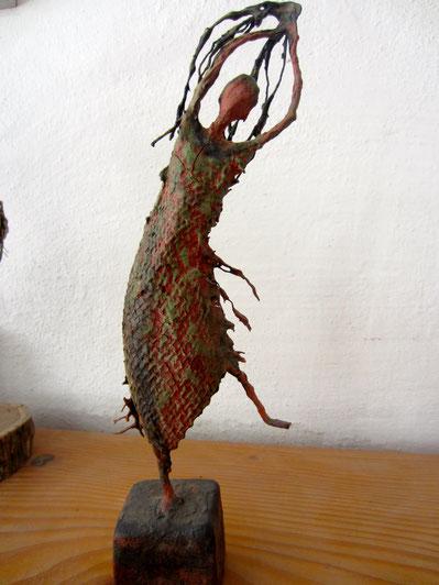 Pflanzenfee; 2019; 25cm; Paperclay Draht