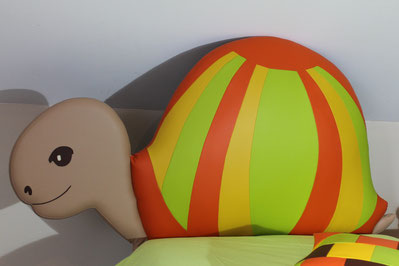 rêves en tête-tête de lit originale artisanale chambre enfant tortue