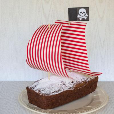 Schokokuchen als Piratenschiff dekoriert