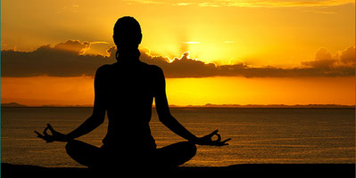 Femme yoga avec lunette PSIO et ses programmes