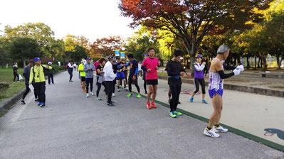 90分走のスタート前、新入会員の久保さん、大塚啓さん、やる気マンマン!