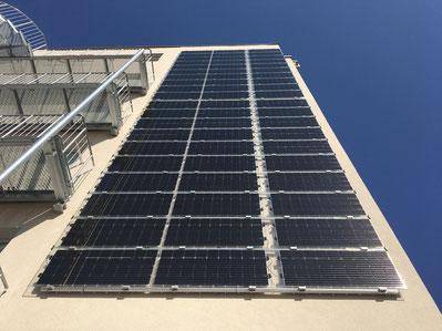 Beispielanlage mit Solarwatt Glas-Glas Modulen in Fürth. Foto: iKratos