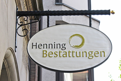 Aussenschild, Henning Bestattungen, Individuelle Bestattungen, Osterstr36, 28199 Bremen