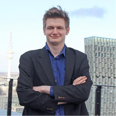Leon Grapenthin programmiert seit drei Jahren nur noch funktional. Unter diesem Paradigma konnte er eine Reihe von Webportalen und integrierten Datenbankanwendungen mit einem komplett funktional reaktiven Stack umsetzen. Leon Grapenthin ist ClojureScript-