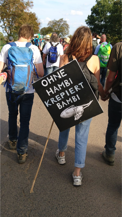 Darf man gegen Braunkohle demonstrieren, wenn man selbst keinen Ökostrom bezieht?