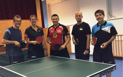 Norbert Mach, Martina und Albert Wilder, Thomas Wustinger und Sebastian Auer absolvierten ein erstes Training in der Jurkovitz-Halle.
