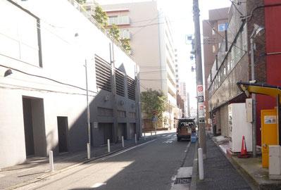 スーパー三徳 長者町店 駐車場出入口側道路