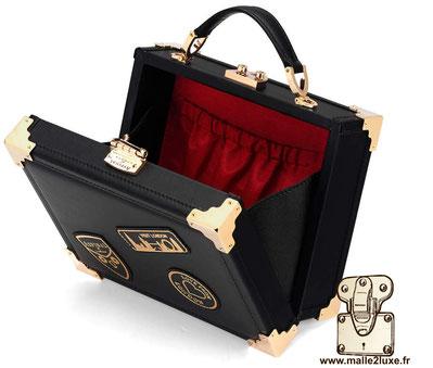 Mini trunk clutch - Le coffre Aspinal of London noir sac a main intérieur rouge